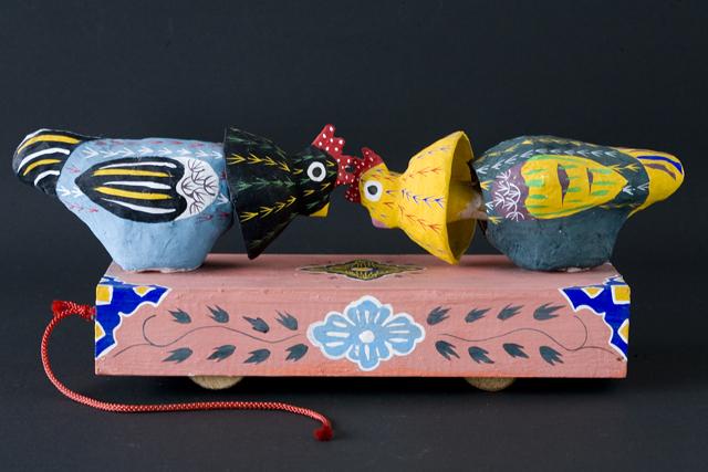 琉球郷土玩具、古倉保文作「張子の鶏二羽」-02