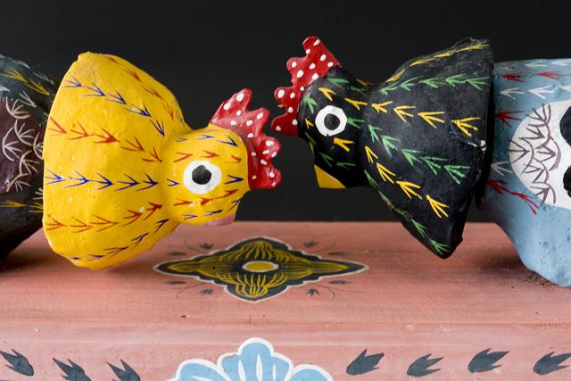 琉球郷土玩具、古倉保文作「張子の鶏二羽」-08