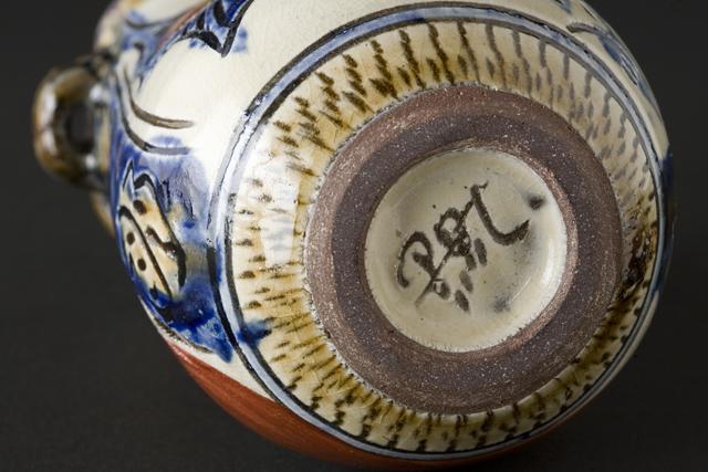 現代の名工、壷屋焼作家「新垣勲作」の赤絵魚文花入-09