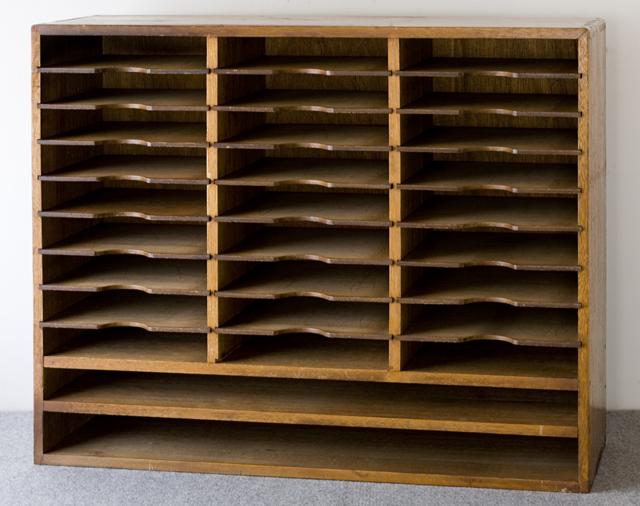 アンティークな古い木製レターケース-01