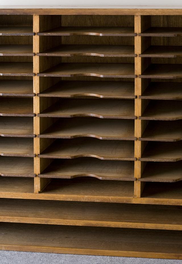 アンティークな古い木製レターケース-02