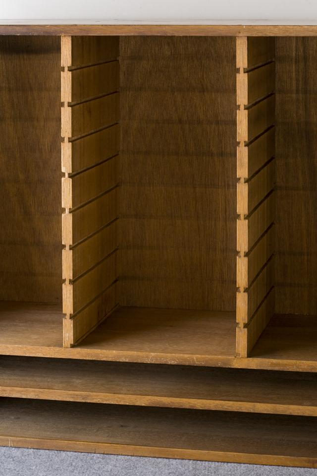 アンティークな古い木製レターケース-05