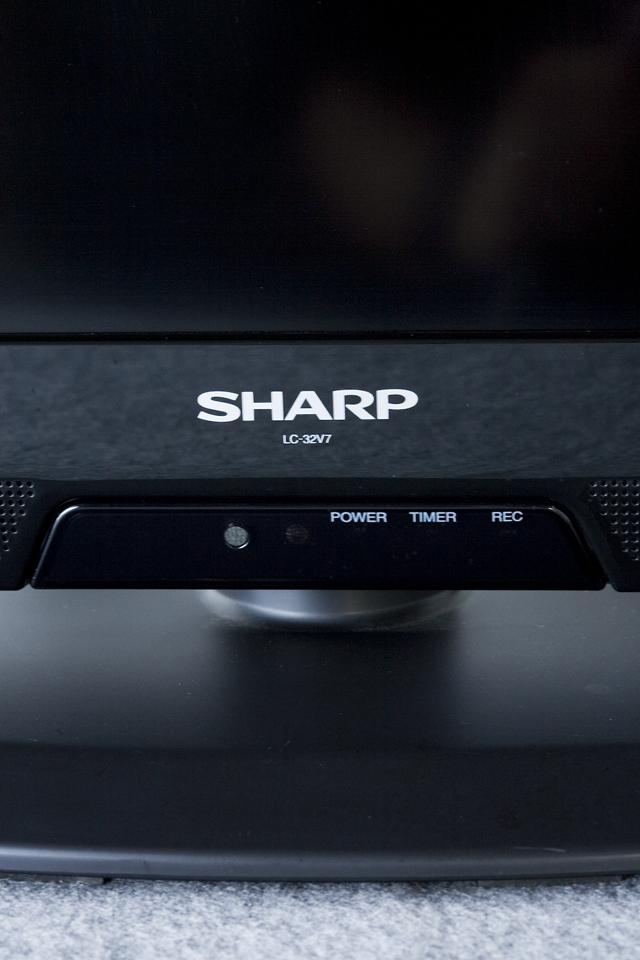 SHARP:シャープの32V型ワイド液晶テレビ:TV、LED AQUOS:アクオス「LC-32V7」-06