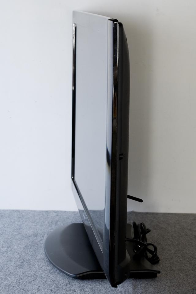 SHARP:シャープの32V型ワイド液晶テレビ:TV、LED AQUOS:アクオス「LC-32V7」-08