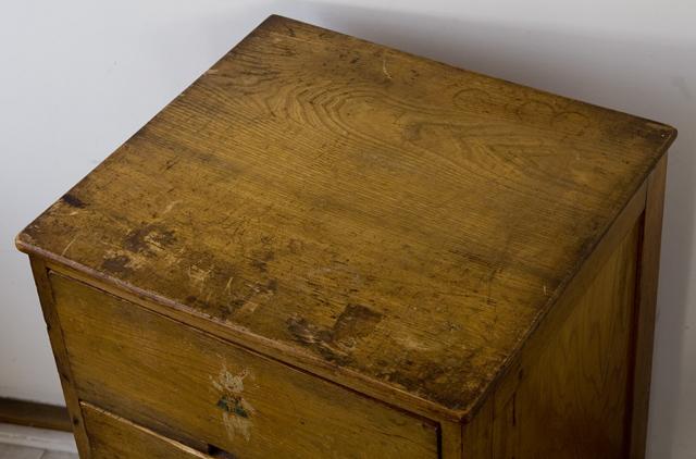 アンティークな古い木製チェスト-06
