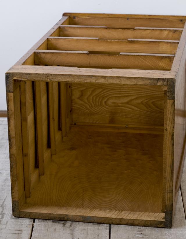 アンティークな古い木製チェスト-13