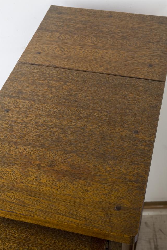 アンティークな古い収納式作業台付スリム木製チェスト-07