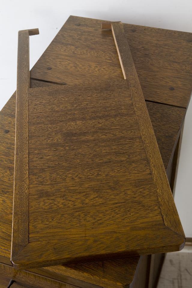 アンティークな古い収納式作業台付スリム木製チェスト-11