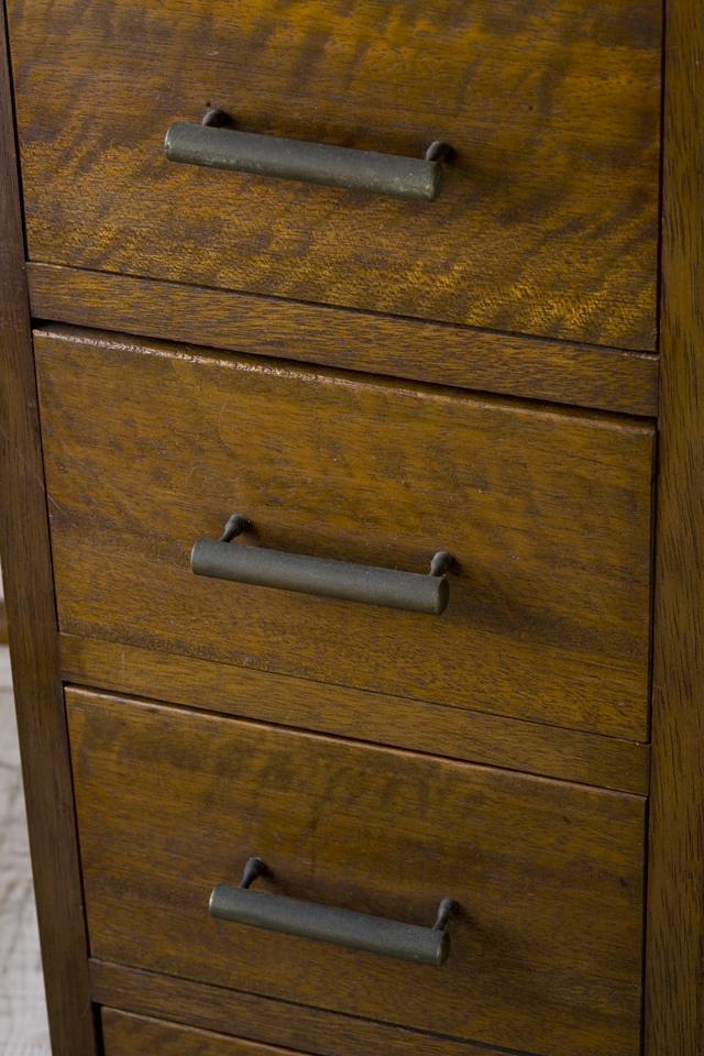 アンティークな古い収納式作業台付スリム木製チェスト-12