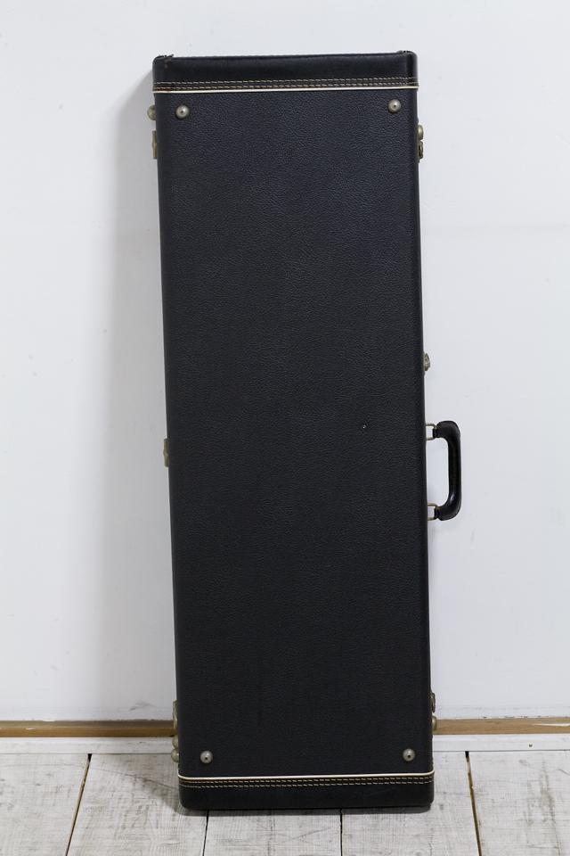 Fender:フェンダーのギター用ハードケース-02