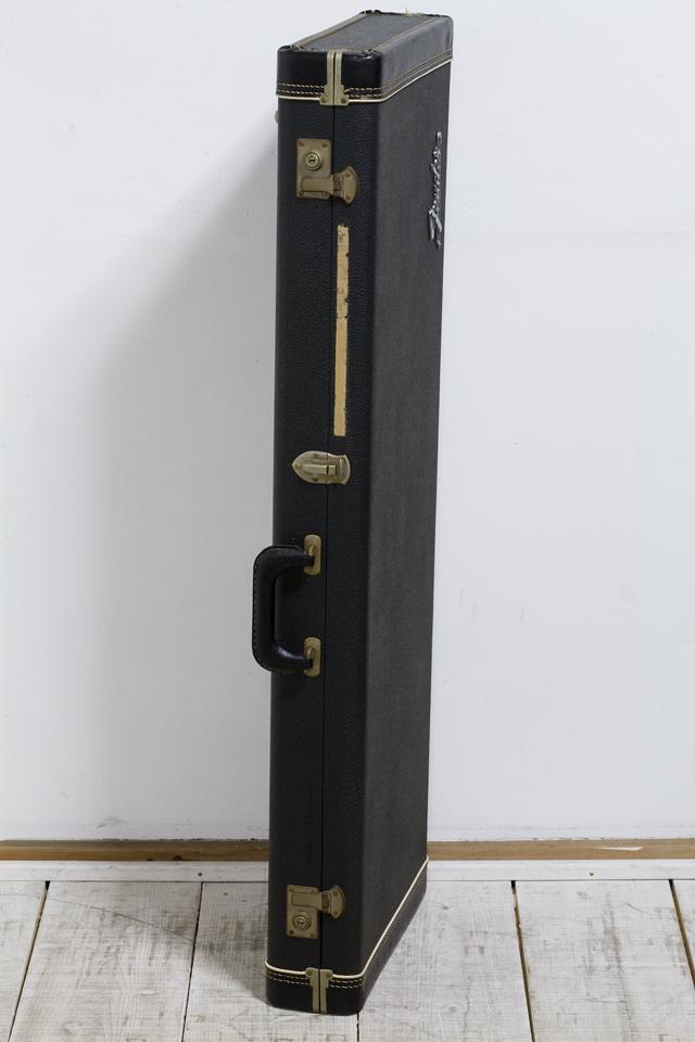 Fender:フェンダーのギター用ハードケース-03