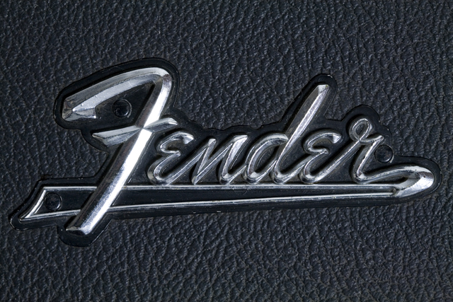 Fender:フェンダーのギター用ハードケース-05