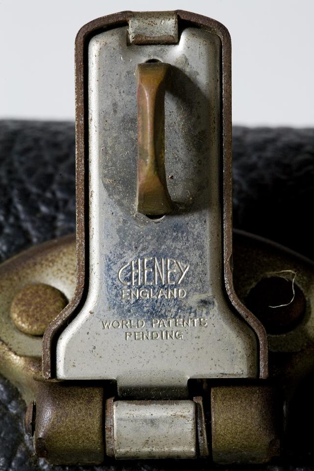 Fender:フェンダーのギター用ハードケース-11