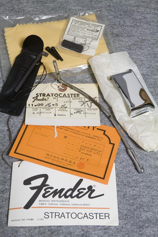 Fender:フェンダーのギター用ハードケース-13