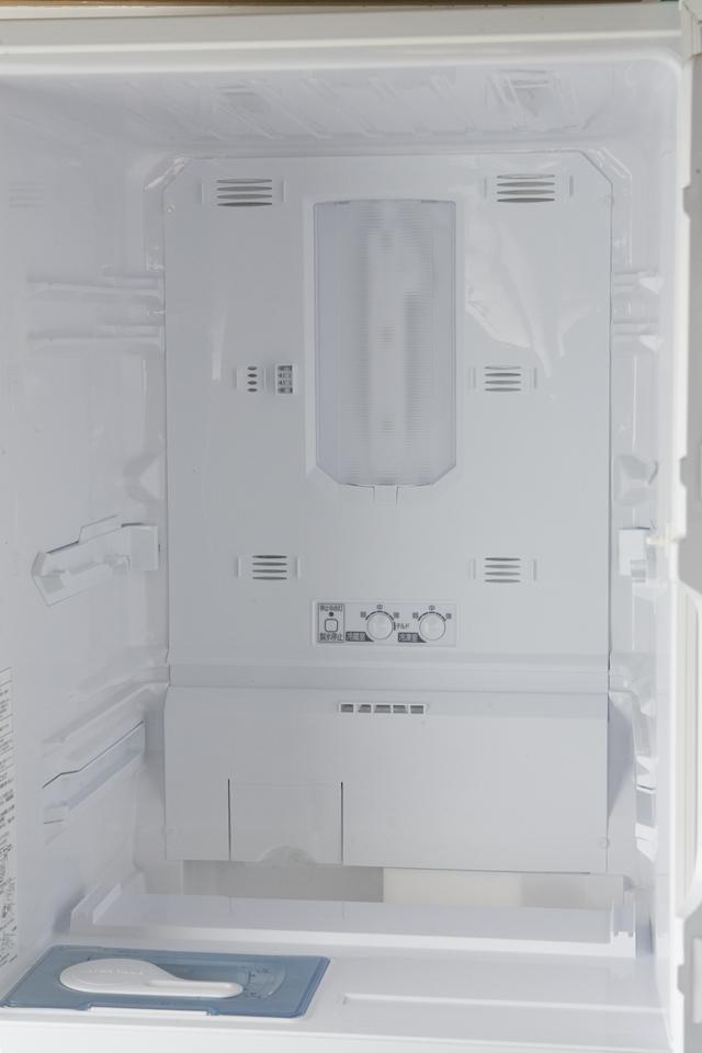 MITSUBISHI:三菱のノンフロン冷凍冷蔵庫「MR-C34X」-09