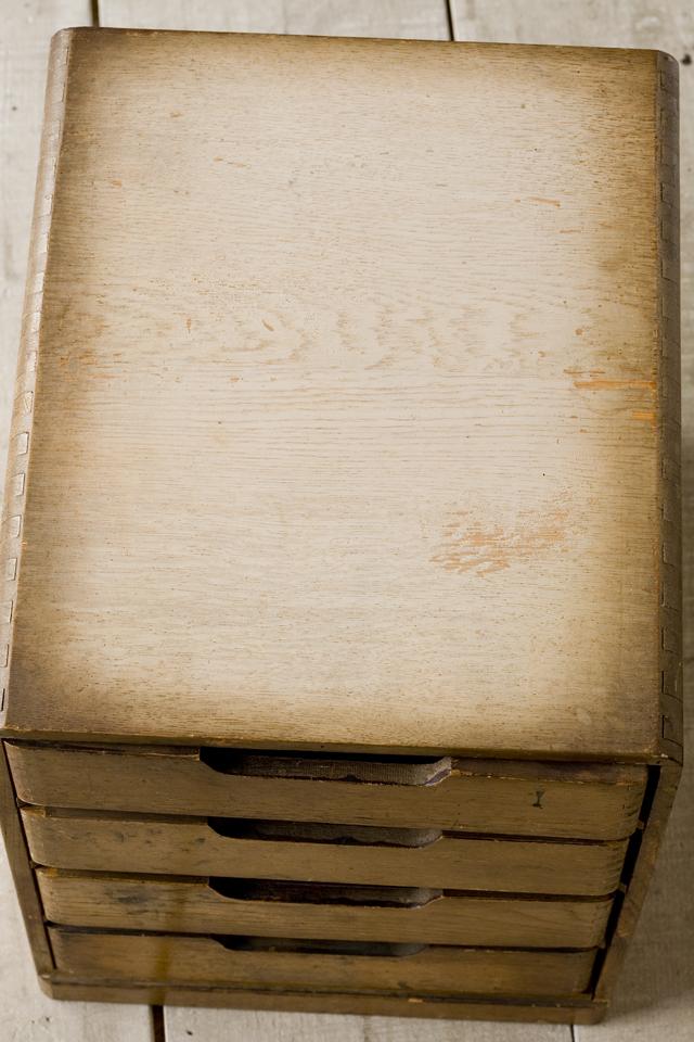 アンティークな古い木製小引出-08