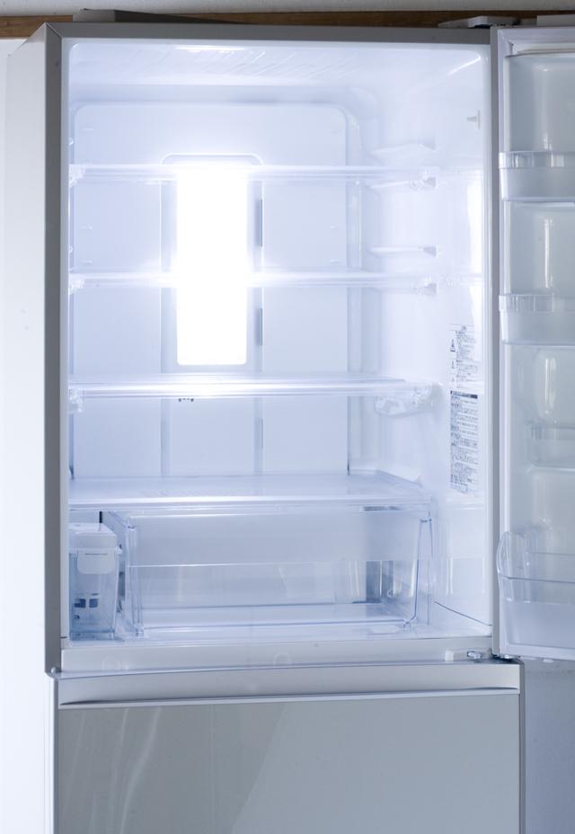 TOSHIBA:東芝の3ドア冷蔵庫「GR-G38SXV」-09