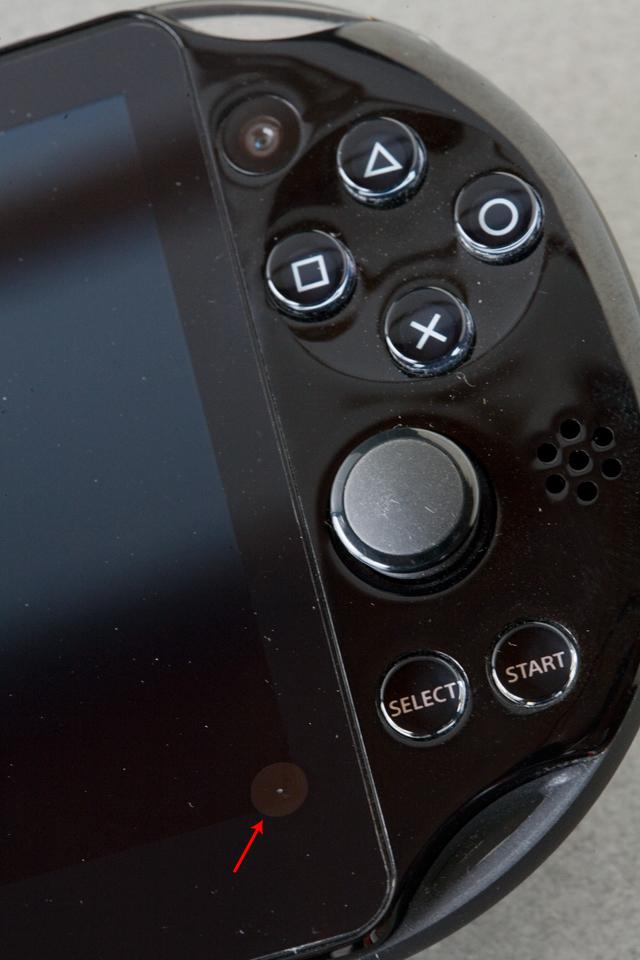 SONY:ソニーのPSVITA:プレイステーションヴィータ「PCH-2000 ZA11」-03a