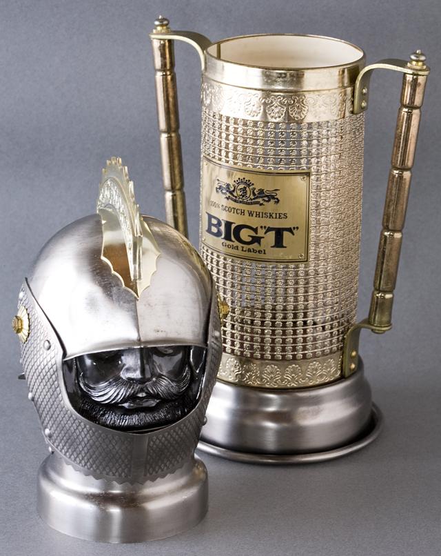 スコッチウイスキー、「BIG T」の英国騎士甲冑ボトルケース-06