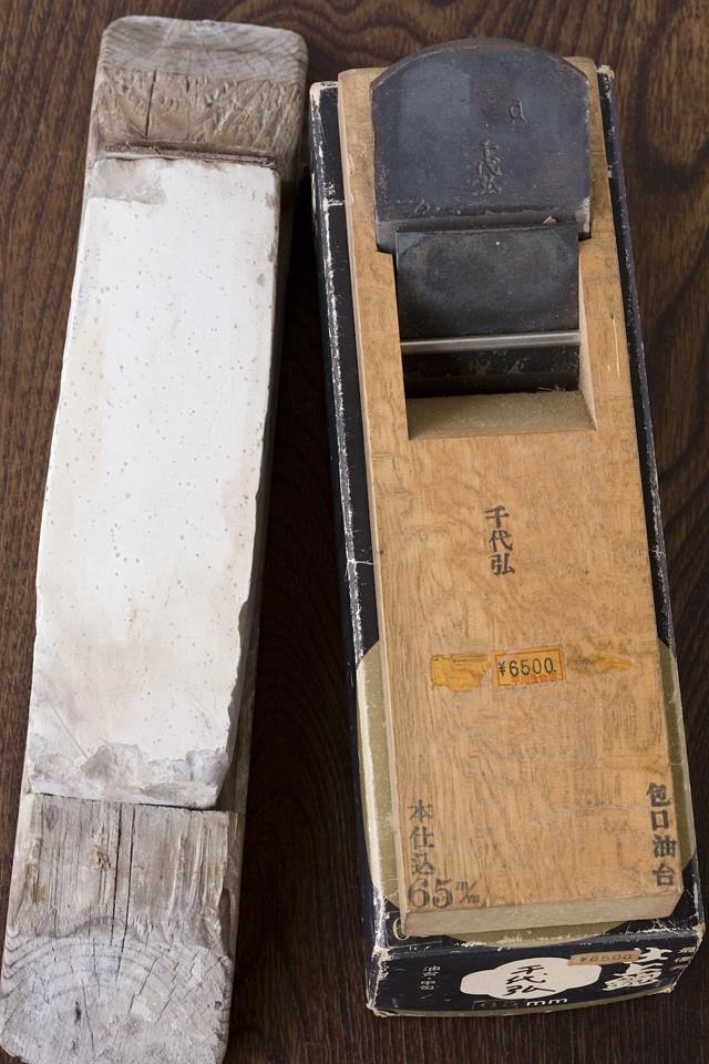 大工道具、仕上鉋(千代弘)と砥石のセット-01