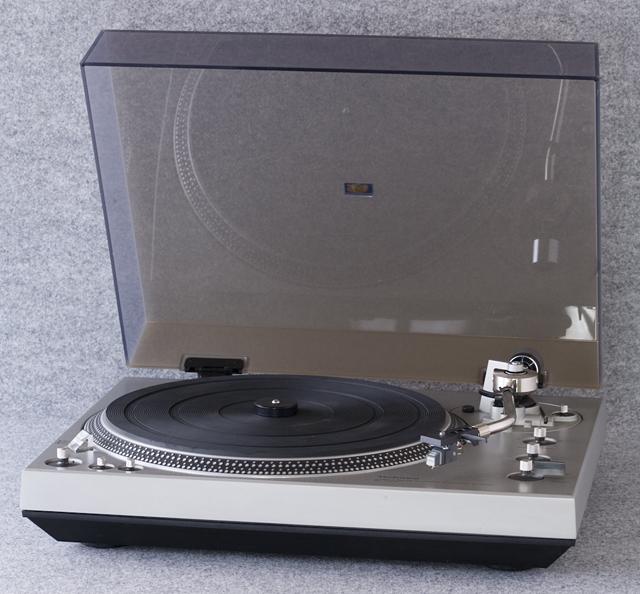 Technics:テクニクスのターンテーブル・レコードプレーヤー「SL-1300」-01