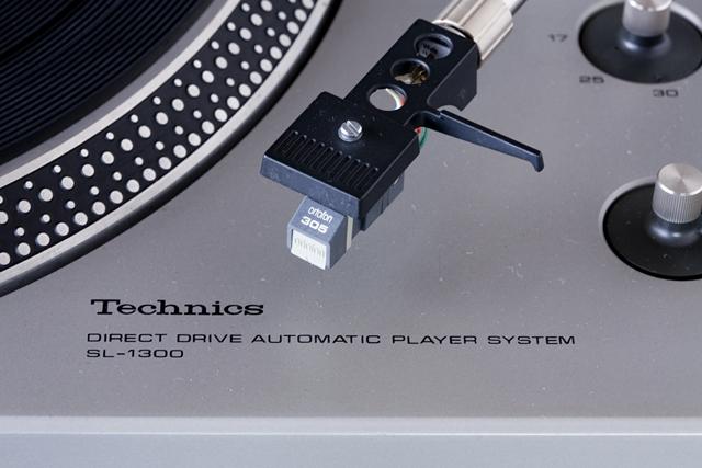 Technics:テクニクスのターンテーブル・レコードプレーヤー「SL-1300」-02