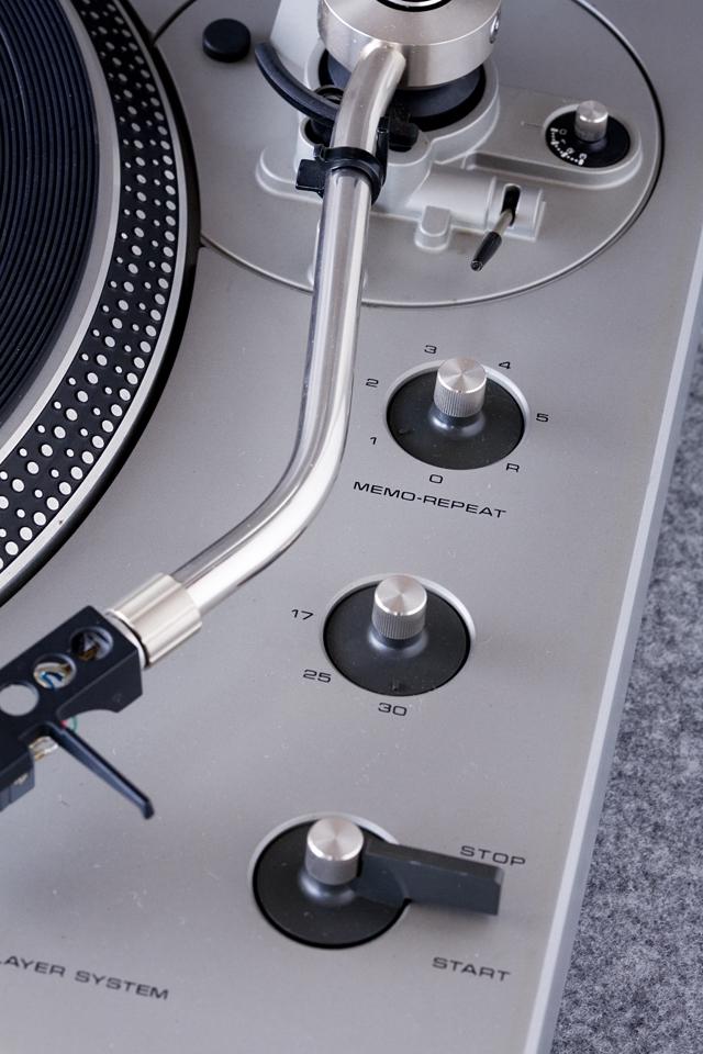 Technics:テクニクスのターンテーブル・レコードプレーヤー「SL-1300」-05