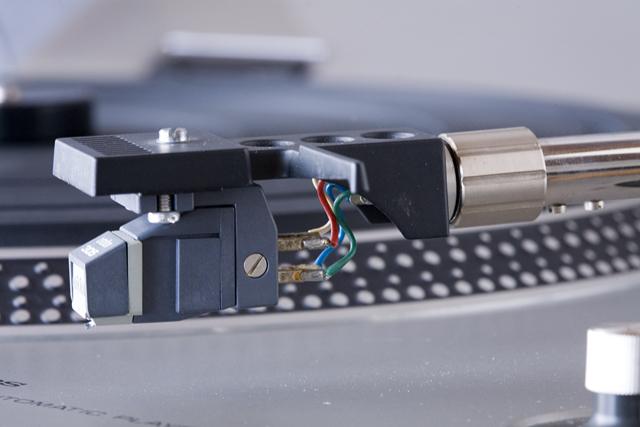 Technics:テクニクスのターンテーブル・レコードプレーヤー「SL-1300」-06