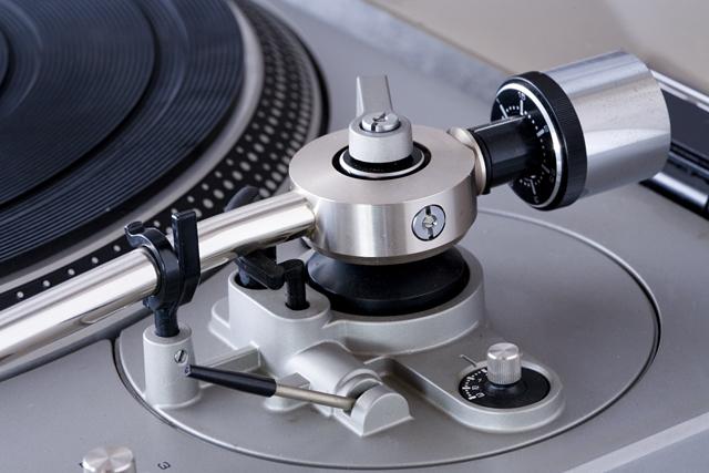Technics:テクニクスのターンテーブル・レコードプレーヤー「SL-1300」-07