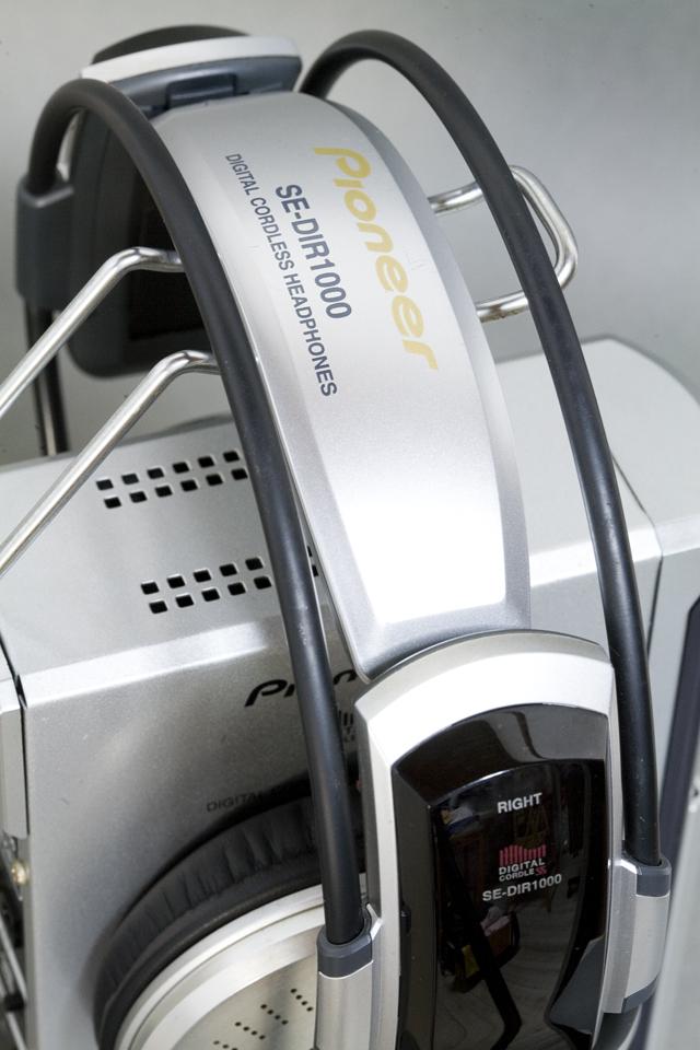 Pioneer:パイオニアのデジタルコードレスサラウンドヘッドホンシステム-09