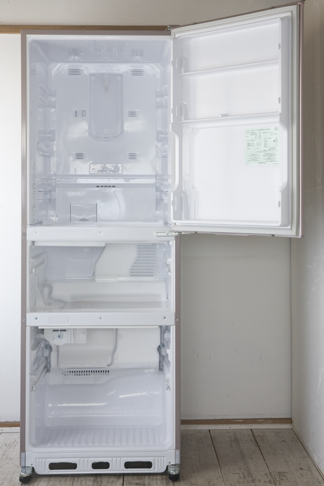 MITSUBISHI:三菱の自動製氷機能付3ドア冷凍冷蔵庫「MR-C34W」-05