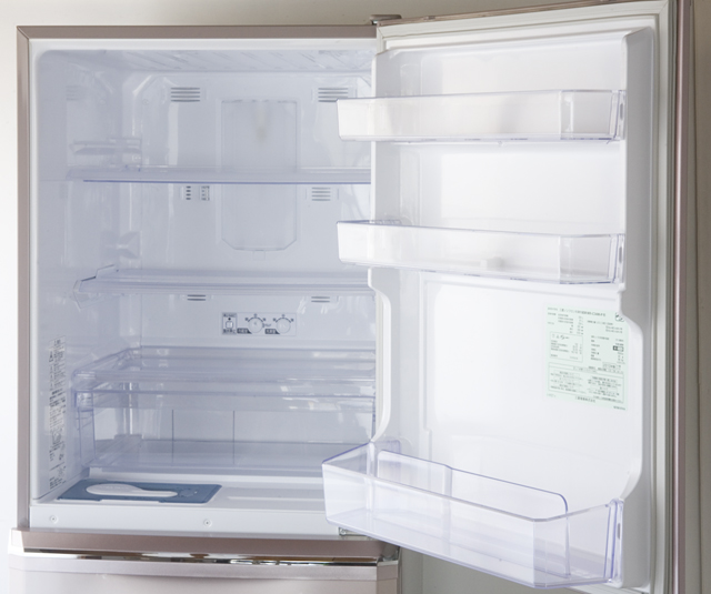 MITSUBISHI:三菱の自動製氷機能付3ドア冷凍冷蔵庫「MR-C34W」-07