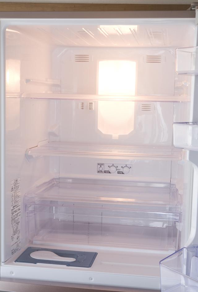 MITSUBISHI:三菱の自動製氷機能付3ドア冷凍冷蔵庫「MR-C34W」-08