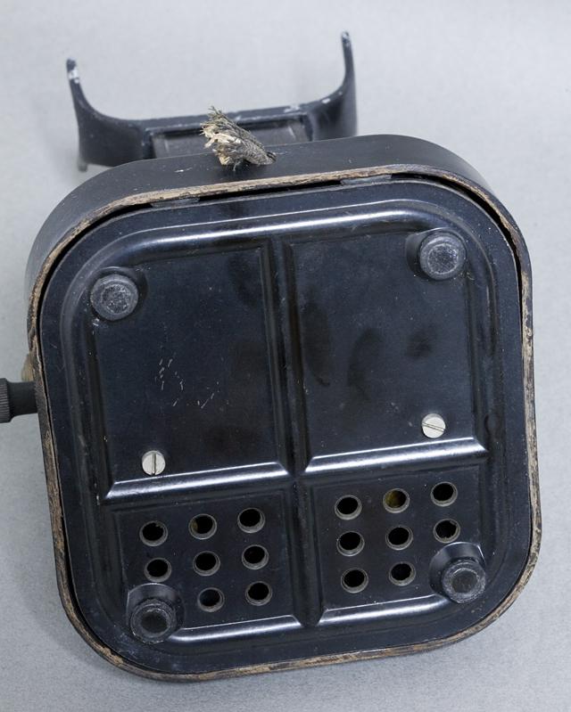 アンティークな古い手回し黒電話-05