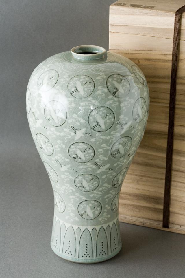 韓国人間文化財「柳海剛:ユ・ヘガン」の高麗青磁象嵌雲鶴文梅瓶-01