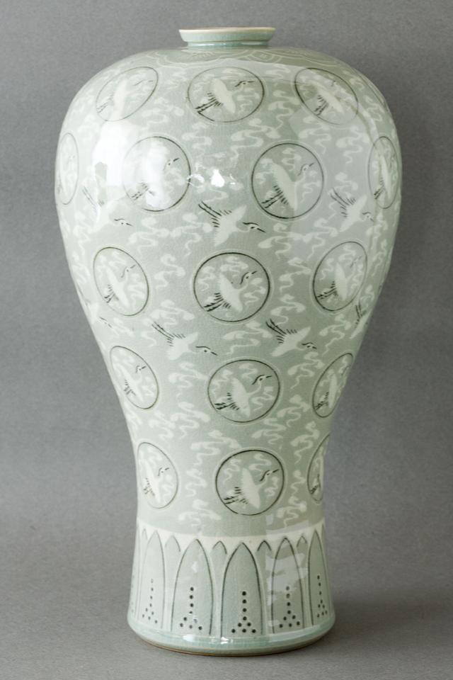 韓国人間文化財「柳海剛:ユ・ヘガン」の高麗青磁象嵌雲鶴文梅瓶-07