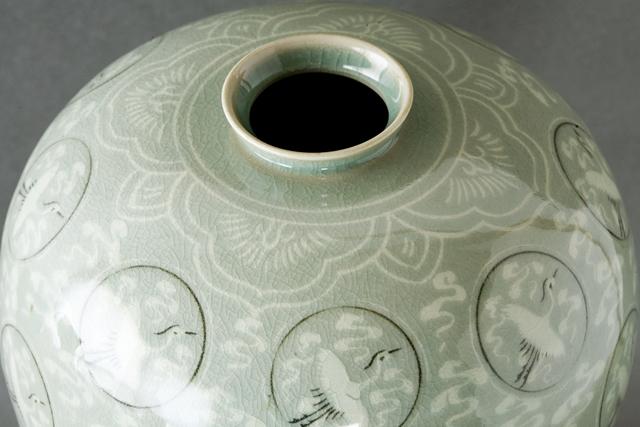 韓国人間文化財「柳海剛:ユ・ヘガン」の高麗青磁象嵌雲鶴文梅瓶-08