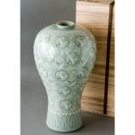 韓国人間文化財「柳海剛:ユ・ヘガン」の高麗青磁象嵌雲鶴文梅瓶