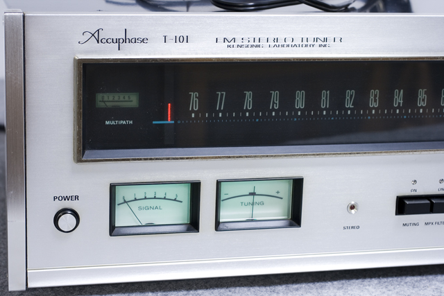 Accuphase:アキュフェーズのFMステレオチューナー「T-101」-02