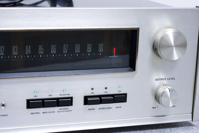 Accuphase:アキュフェーズのFMステレオチューナー「T-101」-03