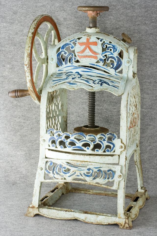 昭和レトロな古い手回しかき氷機「大一」-01