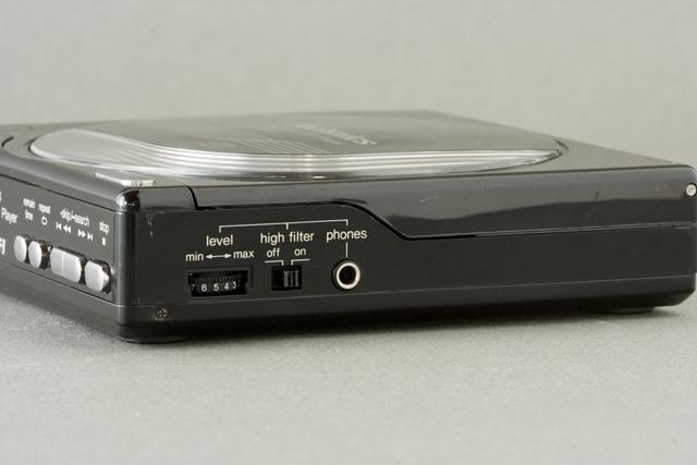 Technics:テクニクスのポータブルCDプレーヤー「SL-XP3」-07