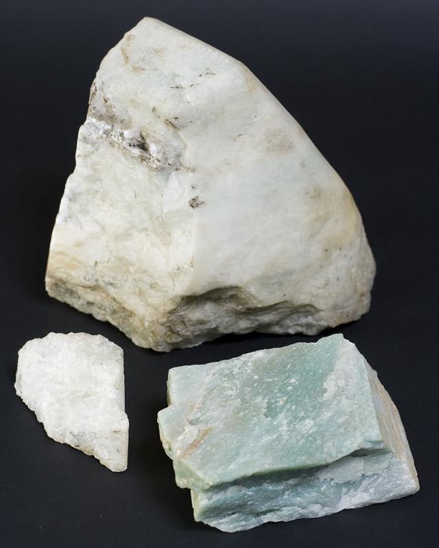 翡翠の原石:約2,260g-01