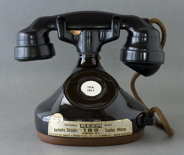 BEAM:ビーム社の「電話機型ボトル容器」未開栓バーボンウイスキー-01