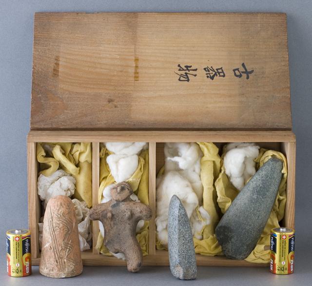 土偶や石器等の出土品-12