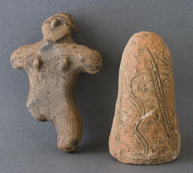 土偶や石器等の出土品-13