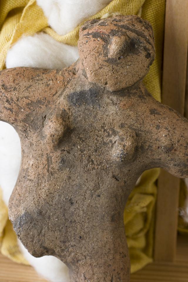 土偶や石器等の出土品-17