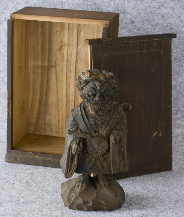 古い鬼の木彫像-01