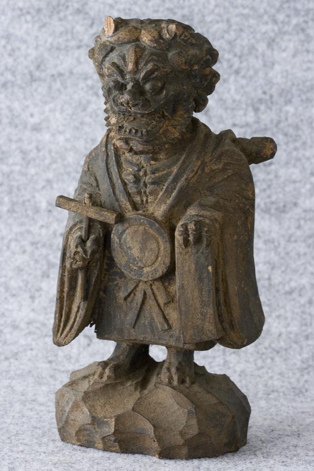 古い鬼の木彫像-02