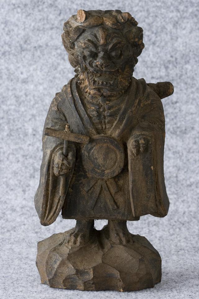 古い鬼の木彫像-03